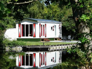 Carefully furnished chalets, located in a watery and natural holiday park in th