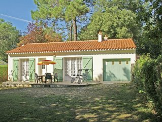 Detached holiday home in Vendee with spacious grass garden, 600 m from the sea