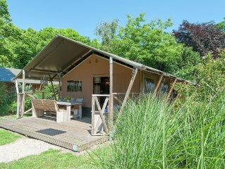 Luxurious, cozy safari tent with woodstove, close to the sea