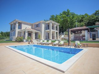 Luxury villa with private pool, garden and stunning views over the hills
