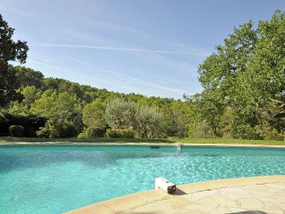 Magnificent estate with guest rooms, large heated swimming pool and tennis cour
