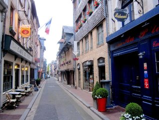 Cosy Apartment in Honfleur with a Private Garden