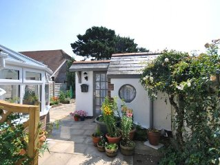 Rose Cottage, Selsey -  a cottage that sleeps 2 guests  in 1 bedroom