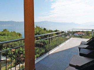 3 bedroom accommodation in Slatine