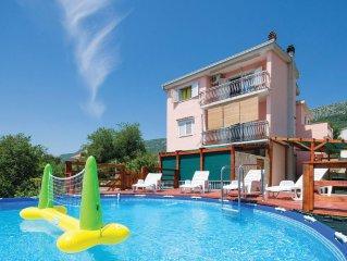 4 bedroom accommodation in Kastel Kambelovac