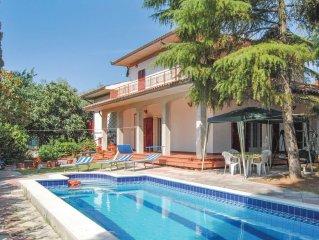 3 bedroom accommodation in Castiglione d.Lago PG
