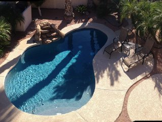 NFL, Nascar, Golf & NHL in 10 min or less! Private pool, Free WiFi, Nat. Gas BBQ