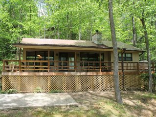 Contemporary Mountain Cabin In Maggie Valley Country Club w/Spectrum TV & WiFi