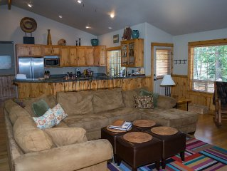 4 BR (2 Masters) Single Level AirConditioned Lodge style home -10 SHARC passes