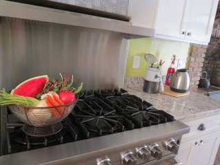 Charming, Romantic Fully Renovated Relaxing Retreat in Beach/Farm Town