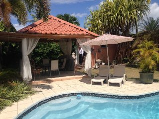 Tropical Home with Pool, A/C and 3 blocks to beach, Gated Security