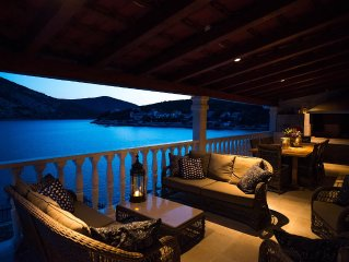 Luxury Lovely Decorated Seaside Villa Only 20 Min. From Split Airport
