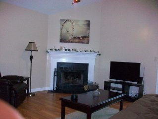 Cozy Cottage . Conveniently located minutes from downtown Nashville! !!