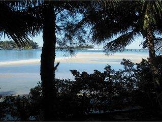 Extreme Polynesian Beach House, Boat, Bikes, Hot Tub,Paddle Boards, Kayaks