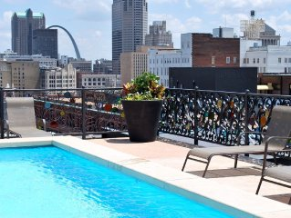 Downtown/Washington Avenue Loft, Walking distance to Busch Stadium, Rooftop Pool
