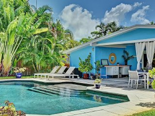 Heated Saltwater Pool, Private backyard, Wi-Fi, Bright, New Kitchen