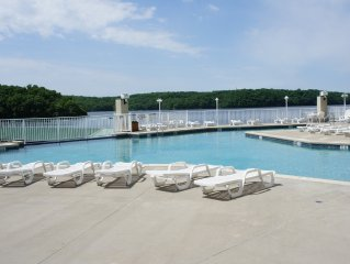 9th Floor Towers! Quiet! Awesome View! Free Wifi! Elevators, indoor pool