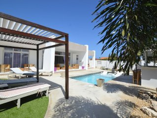 Zentasy Private Villa with Pool & Roof Terrace on
