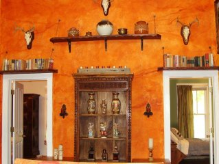 Casita Lunita-Southwestern Eclectic Cottage in Heart of SoCo-SXSW dates open!!!