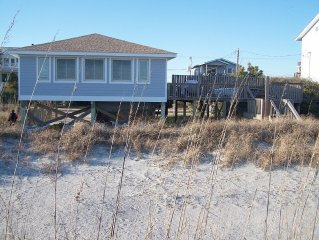 'Making Waves' Oceanfront/Pet Friendly/Less then 10 Steps to Beach off deck!