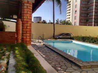 Otimo Apartamento a 50 ,metros da Praia com piscina  e tres quartos.