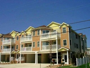 Luxury Beach block Condo! Last week of sept  available ! 1,850.00 special!