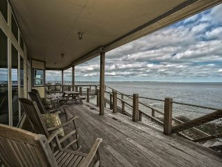 New Beachfront Home: Luxury Living w/granite, fireplace, pool table, minbar