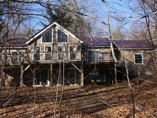 Spacious Chalet Style Vacation Home In The White Mountain Region. Sleeps 10
