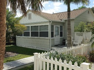 Perfect Location Cottage 1 Blk. from the Beach, pet friendly, fenced yard