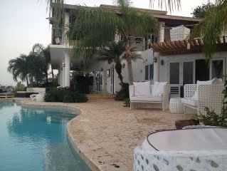 Seahorse Villa: Ocenfront/Private//Relaxing/Infinity Pool