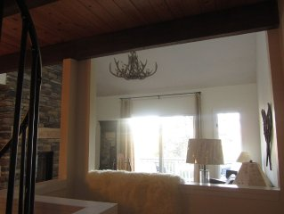 SKI-IN/SKI-OUT, 3 BEDROOM, MT WASHNGTN VIEWS, FREE WIRELESS/ CABLE/SHUTTLE