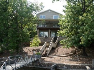 Fabulous Lake-Front Home on Horseshoe Bend--Sleeps 12!  Private Dock, free WIF