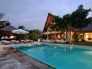 DENCARIK/LOVINA LUXURY VILLA WITH PRIVATE POOL DIRECTLY AT THE BEACH