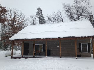 BEAUTIFUL NEW CABIN CLOSE TO WOLF LAKE, CLUB 37 & TRAILHEAD