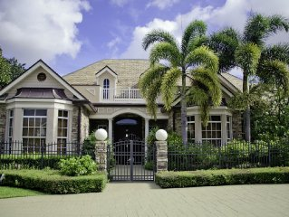 Beautiful Waterfront Resort, Perfect For Families, Minutes To The Beach!