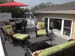 Dog Friendly North End Beach Cottage - Private Walkway To The Beach!