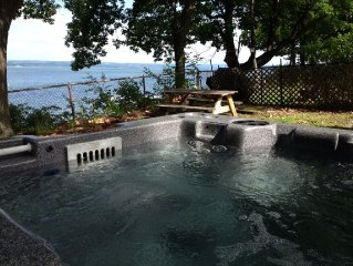 Romantic Waterfront w/Hot Tub on Wine Trail Accepts Pets