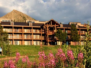 Huge Ski in Out Condo 4 Bdrm +Loft -Newly Remodeled-Hot Tub - Views!