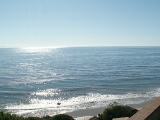 Bright, Sunny Oceanfront Beach Cottage in Santa Barbara!