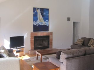 Special Pricing, Westhampton Beach Village, Walk to Town, Jacuzzi Tub, Private.