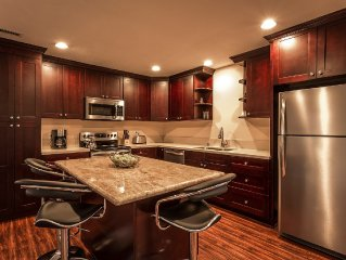 Luxury Home, 5 Min to Disneyland/Convention Ctr, Remodeled, w/ Jacuzzi Spa
