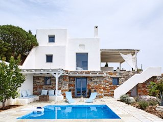 Photographer's Pool - Minimal Accommodation with pool and spectacular sea views