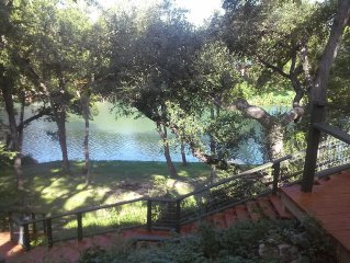 4 Bedrm House On Guadaupe River Shaded By 100 Year Old Oaks, Private & Relaxing