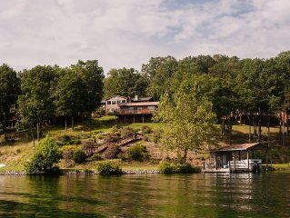 Sleeps 10, Hot Tub, Private Dock, 2  Adjacent Hms. Perfect for Reunions
