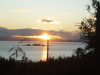 Sunset Hideaway striking ocean views located 3 miles to Knudson Cove