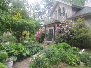Steps from Sandy Beach-Drift Inn Cottage