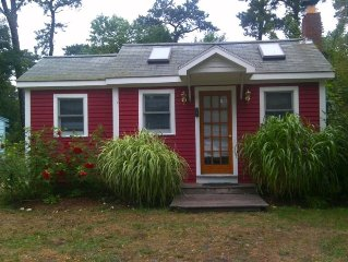 Cozy Air Conditioned Cottage close to ponds, ocean, and bike trail