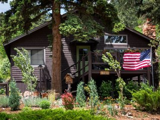 Cabin in the Pines, Artfully Renovated - Great Views - Quaint Green Mtn Falls