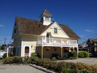 Beautiful Victorian Carriage House w/ Private Beach-  Summer midweek special