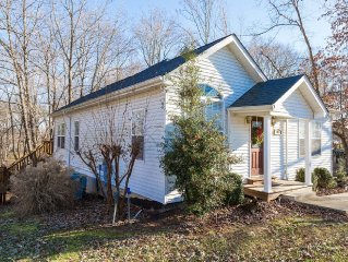 Immaculate 3 Bedroom Home On Barren River Lake With Access To The Lake & WiFi!